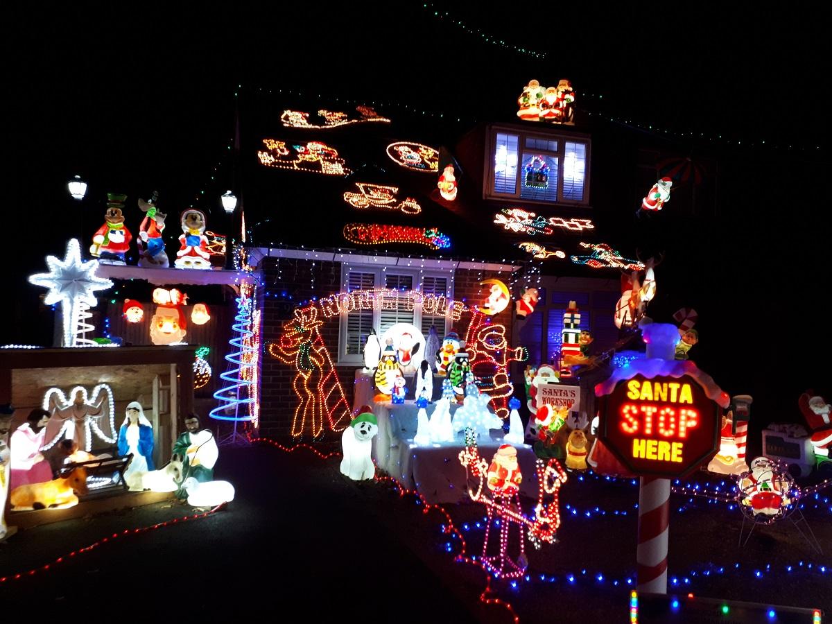 Farm Road Christmas Lights 2017, Maidenhead